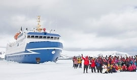 ocean-nova-guests-pulling-ship