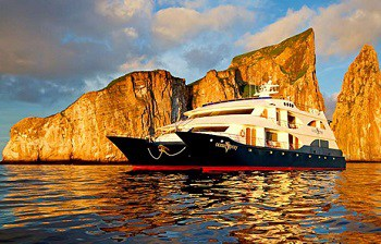 galapagos-cruising-ocean-spray