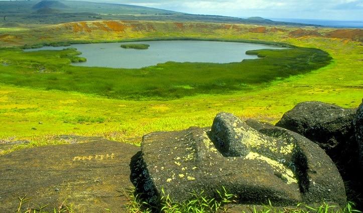 moai-rano-raraku-easter-island-chile