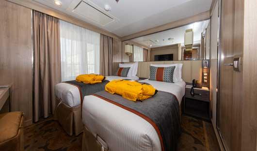 Superior Suite bed World Explorer