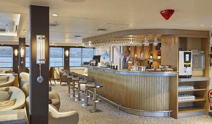 Magellan Explorer Photography Lounge and Bar
